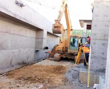 污水处理厂配套设备施工现场
